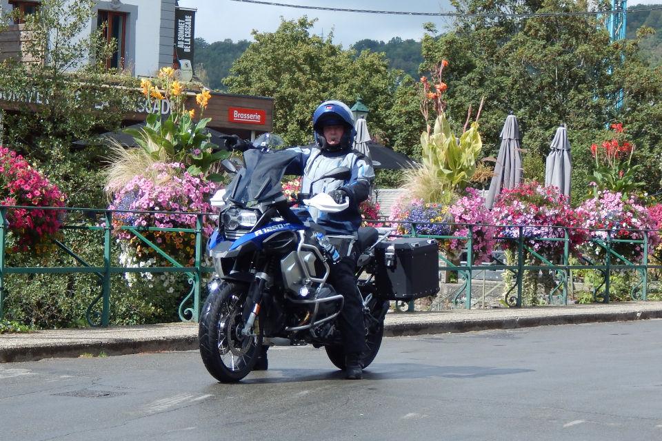 Motorrijbewijspoint Maastricht examengarantie AVB en AVD